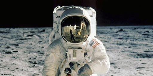 Mission Apollo 11, le premiers pas sur la Lune - film 2009 ...