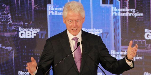Bill Clinton : bientôt une série adaptée de son premier roman