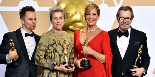 Un intrus à l'After Party des Oscars tente de voler l'Oscar de Frances McDormand