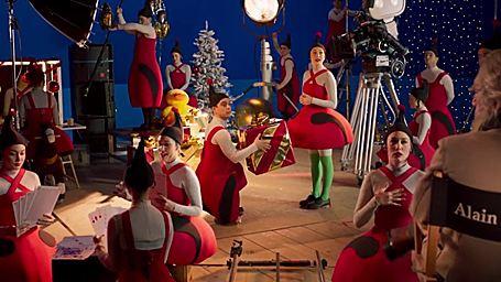 Teaser Santa & Cie : Alain Chabat dans le costume du Père Noël ?