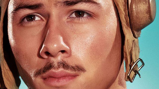 Affiches Midway : Nick Jonas et les stars du film de guerre de Roland Emmerich prennent la pose