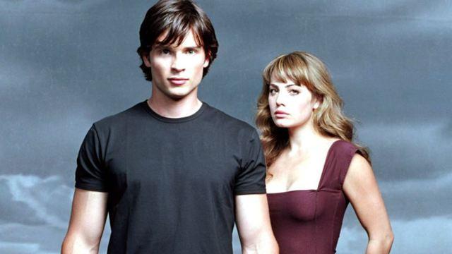 Arrow : Tom Welling (Smallville) en photo sur le tournage du cross-over