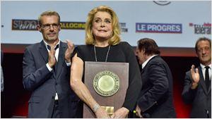 Prix Lumière 2016 : Catherine Deneuve acclamée par la planète cinéma