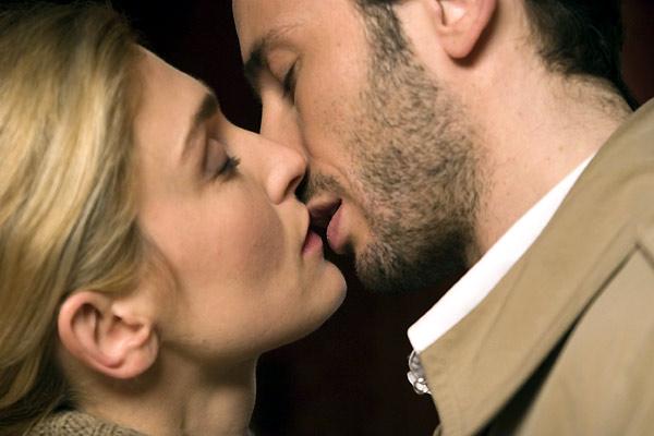 Un baiser s'il vous plaît : photo Emmanuel Mouret, Julie Gayet, Michaël Cohen