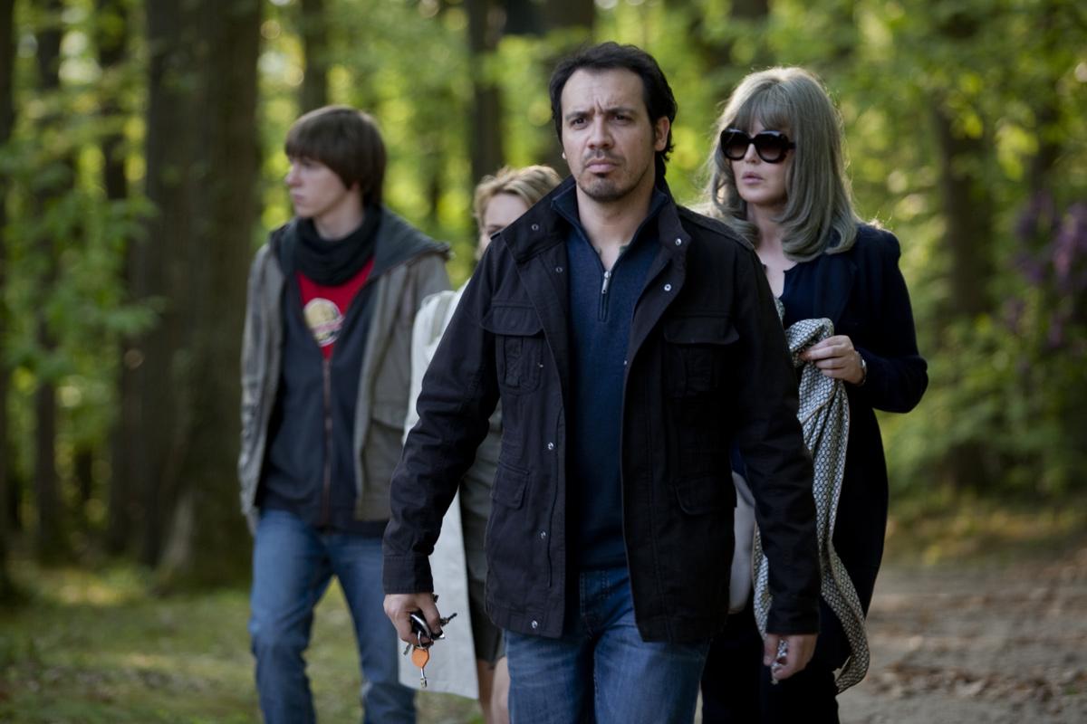 David et Madame Hansen : Photo Alexandre Astier, Isabelle Adjani, Julie-Anne Roth, Victor Chambon