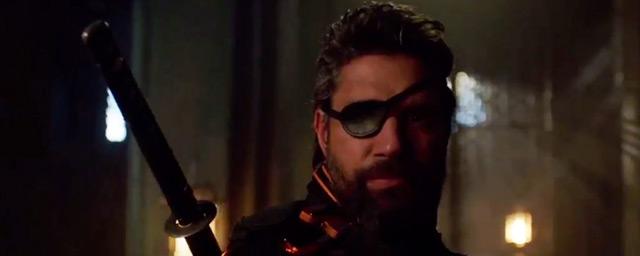 Arrow : Oliver Queen s'allie à Deathstroke dans le teaser du final de la saison 5