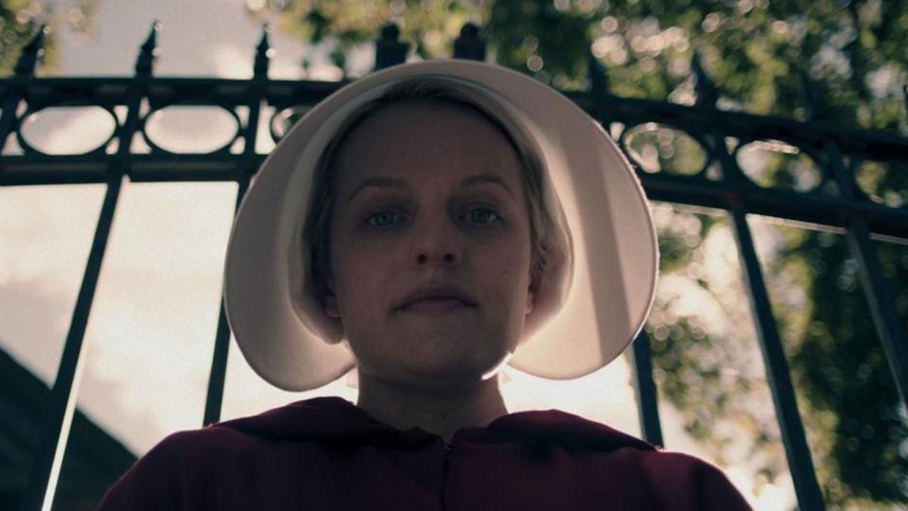 The Handmaid's Tale saison 3 : Elisabeth Moss annonce que Gilead peut devenir encore bien pire