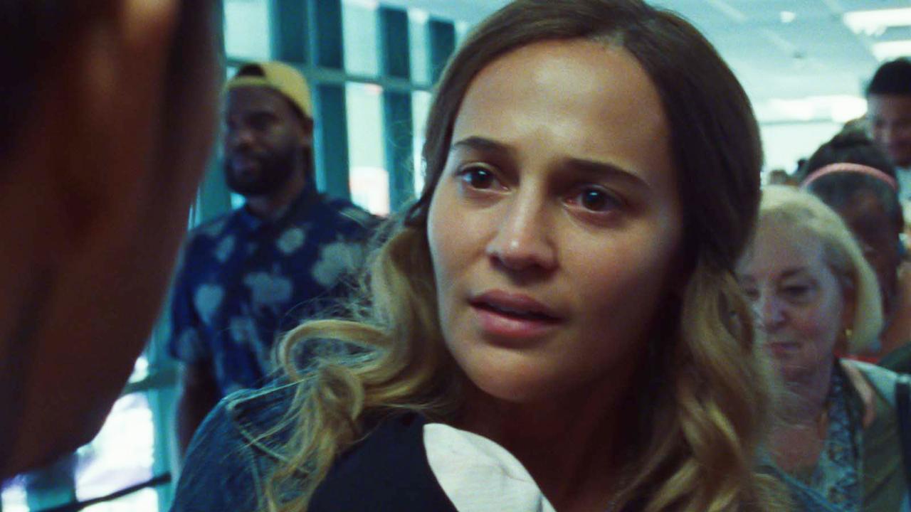 """Blue Bayou par Alicia Vikander : """"Incroyable de voir comme les lois peuvent changer en votre faveur ou en votre défaveur"""""""