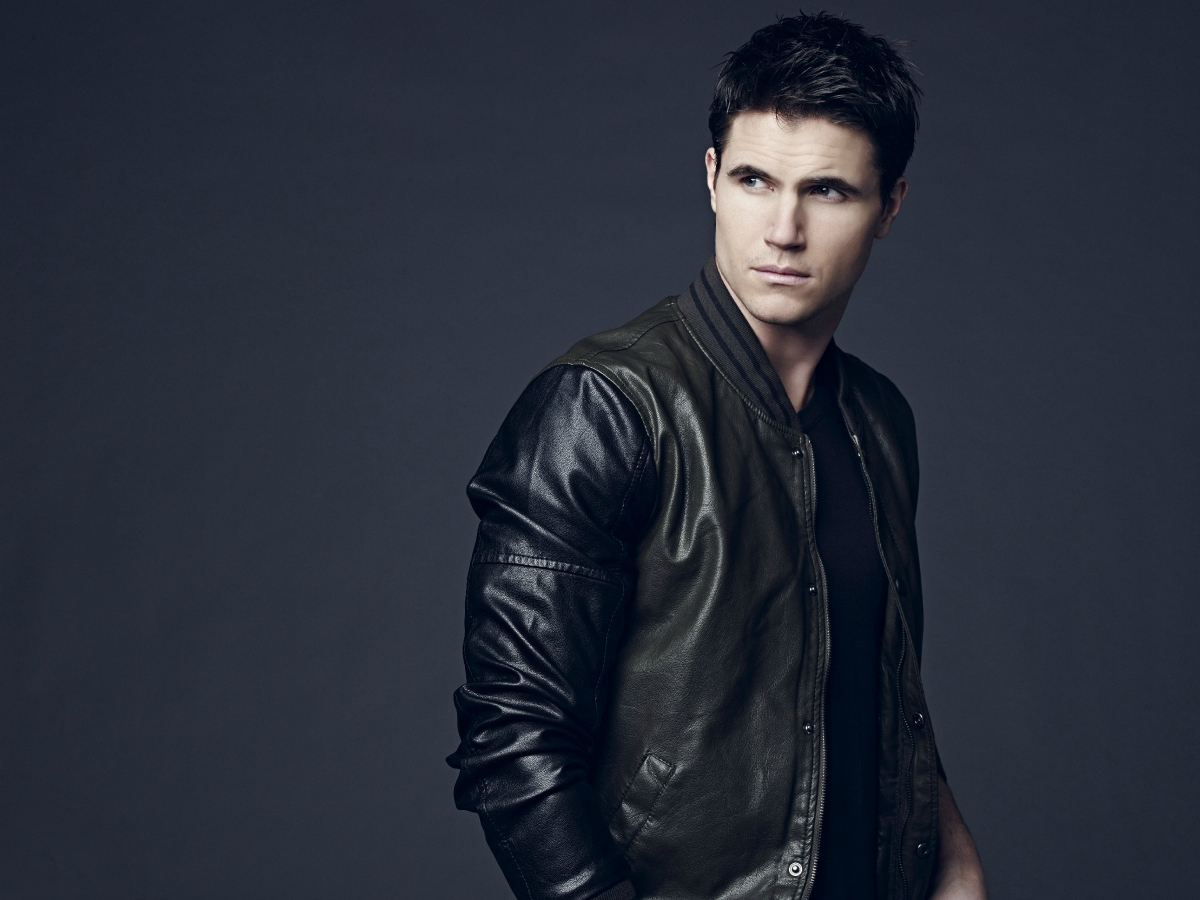the tomorrow people 2013 photo robbie amell 87 sur