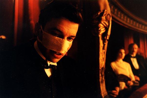 Photo du film la chambre des officiers photo 2 sur 4 - La chambre des officiers resume film ...