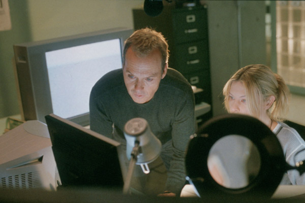 La Voix des morts : Photo Deborah Kara Unger, Geoffrey Sax, Michael Keaton