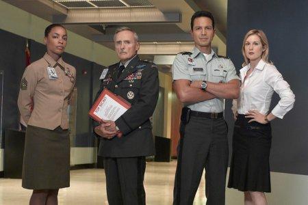 DOS : Division des Opérations Spéciales : Photo Aunjanue Ellis, Benjamin Bratt, Dennis Hopper, Kelly Rutherford