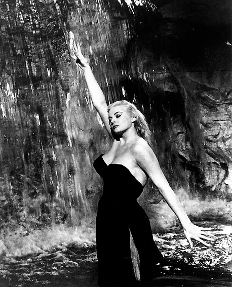 photo de anita ekberg la dolce vita photo anita ekberg allocin. Black Bedroom Furniture Sets. Home Design Ideas