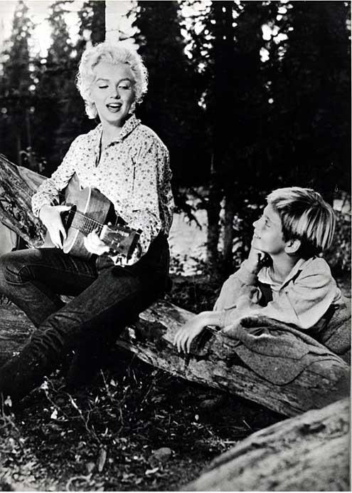 Marilyn Monroe Tommy Gun: Photo Du Film Rivière Sans Retour