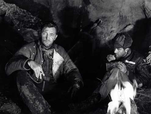 Flammes sur l'Asie : Photo Dick Powell, Robert Mitchum