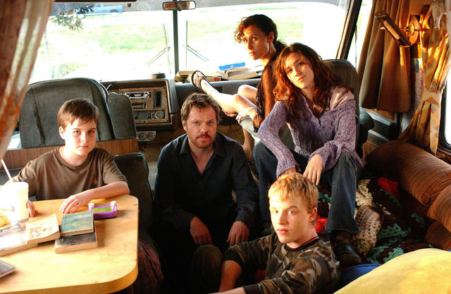 The Riches : Photo Aidan Mitchell, Eddie Izzard, Minnie Driver, Noel Fisher, Shannon Woodward