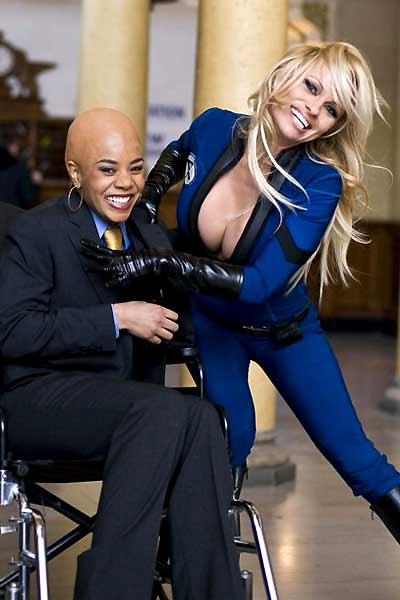 Super Héros Movie : Photo Craig Mazin, Pamela Anderson