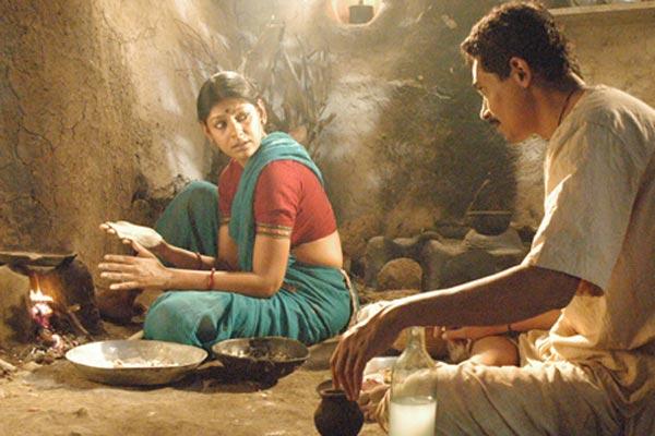 A grave - Keeper's Tale : Photo Chitra Palekar, Nandita Das