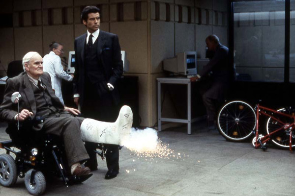 GoldenEye : Photo Desmond Llewelyn, Pierce Brosnan