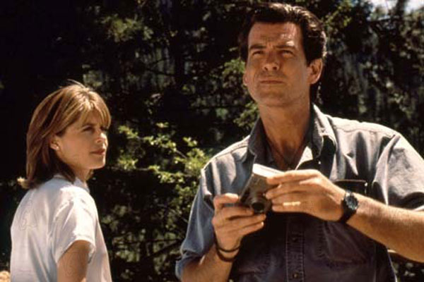 Le Pic de Dante : Photo Linda Hamilton, Pierce Brosnan
