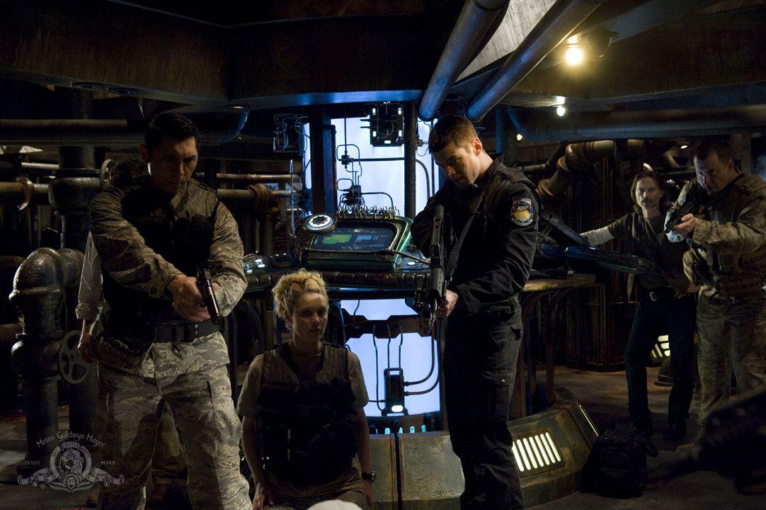 Stargate Universe : Photo Alaina Huffman, Brian J. Smith, Lou Diamond Phillips, Robert Carlyle