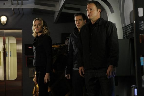 Photo Adam Baldwin, Yvonne Strahovski, Zachary Levi