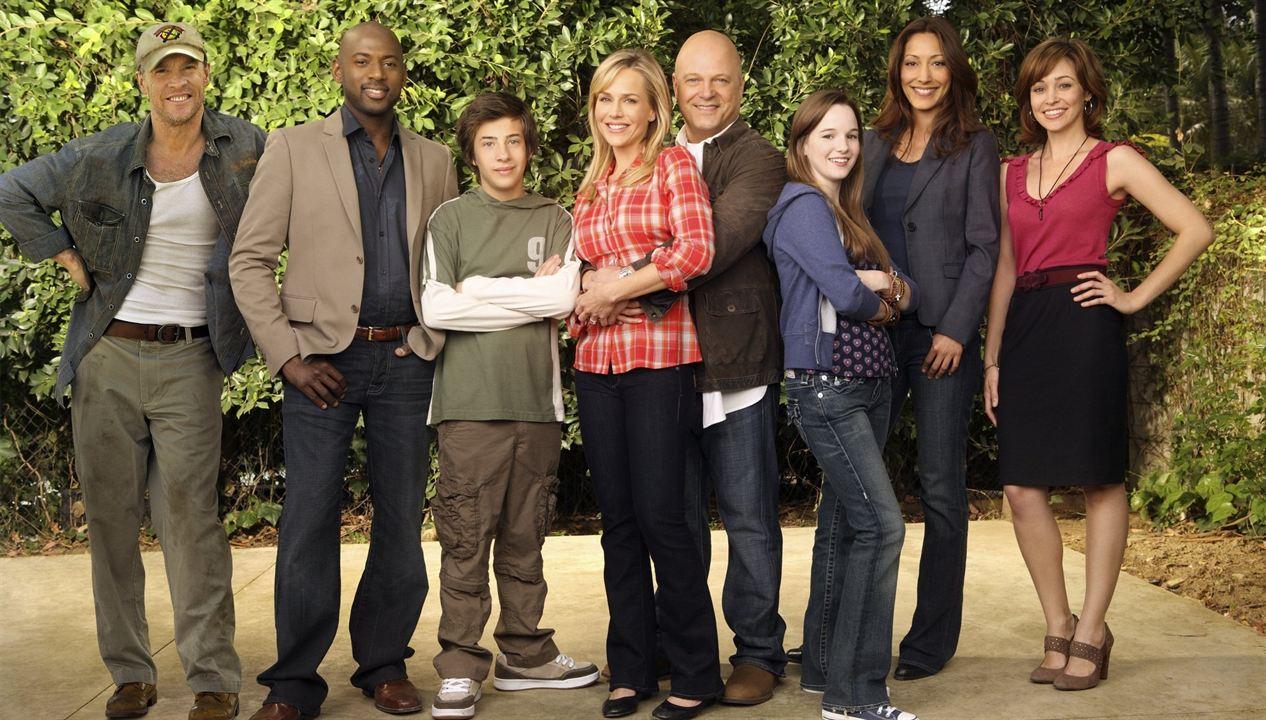 Super Hero Family : Photo Autumn Reeser, Christina Chang, Jimmy Bennett, Julie Benz, Kay Panabaker