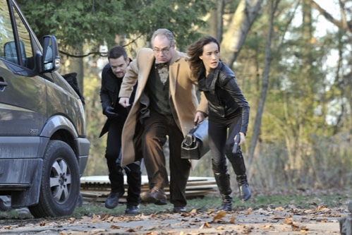 Photo John Billingsley, Maggie Q, Shane West
