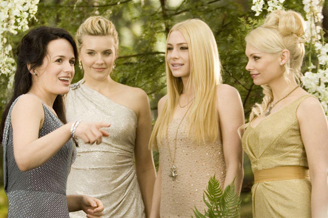 Twilight - Chapitre 4 : Révélation 1ère partie : Photo Casey LaBow, Elizabeth Reaser, Maggie Grace, Myanna Buring