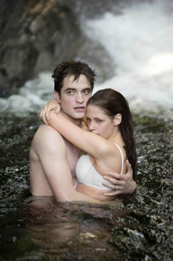 Twilight - Chapitre 4 : Révélation 1ère partie : photo Bill Condon, Kristen Stewart, Robert Pattinson