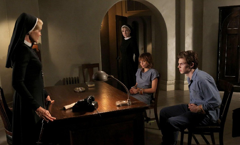 Photo Evan Peters, Jessica Lange, Lily Rabe, Lizzie Brocheré
