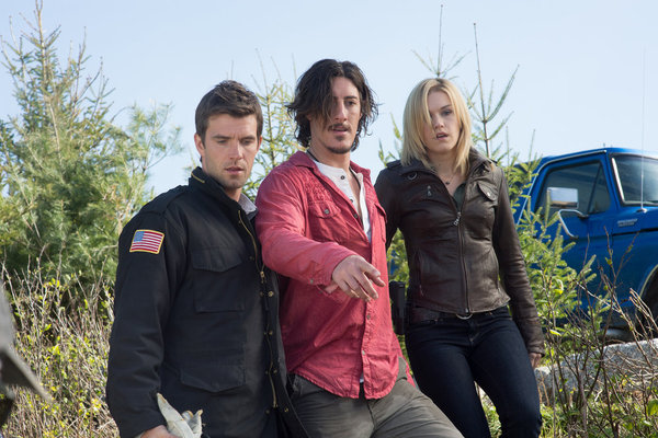 Photo Emily Rose, Eric Balfour, Lucas Bryant
