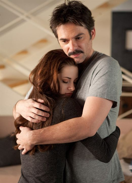 Twilight - Chapitre 5 : Révélation 2e partie : Photo Billy Burke, Kristen Stewart