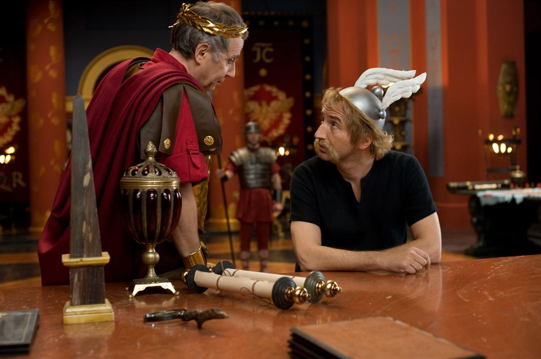 Astérix et Obélix : au service de Sa Majesté : Photo Edouard Baer, Fabrice Luchini
