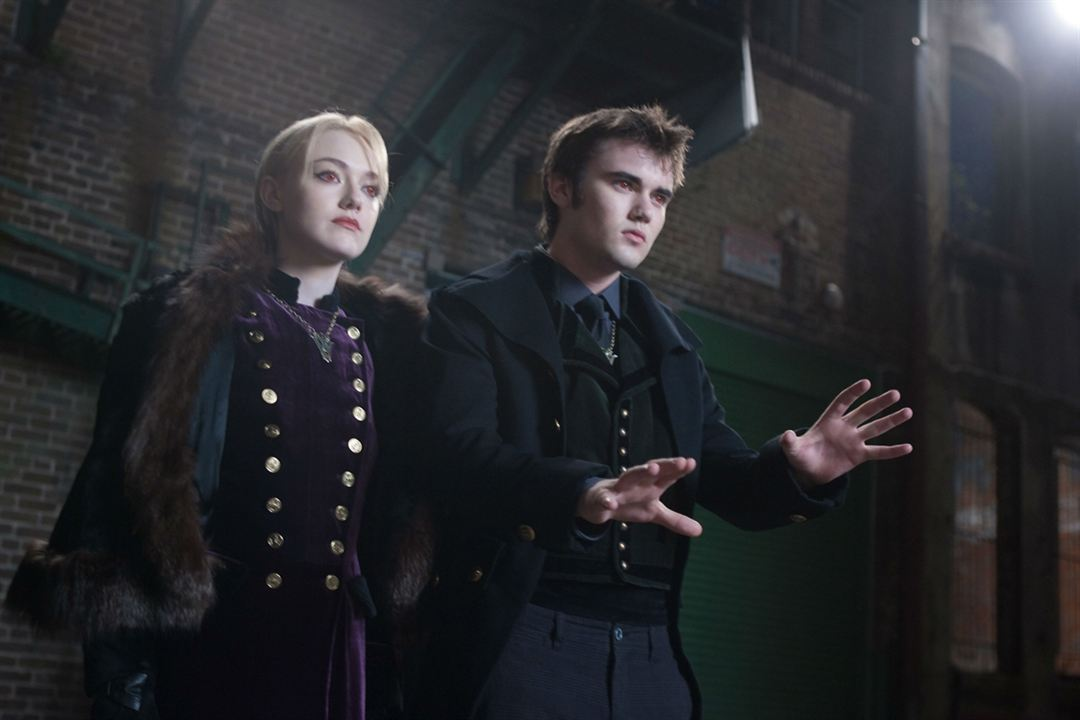 Twilight - Chapitre 5 : Révélation 2e partie : Photo Cameron Bright, Dakota Fanning, Stephenie Meyer