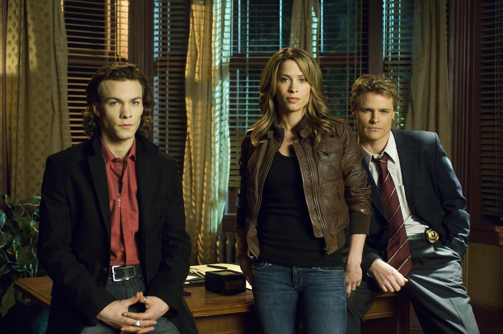 Blood Ties : Photo Christina Cox, Dylan Neal, Kyle Schmid