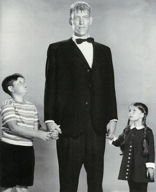 La Famille Addams : Photo Ken Weatherwax, Lisa Loring, Ted Cassidy