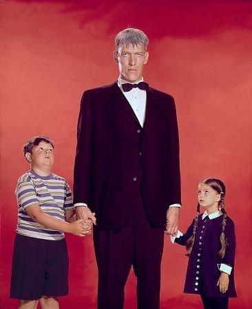 La Famille Addams : Photo Ken Weatherwax, Lisa Loring, Ted Cassidy