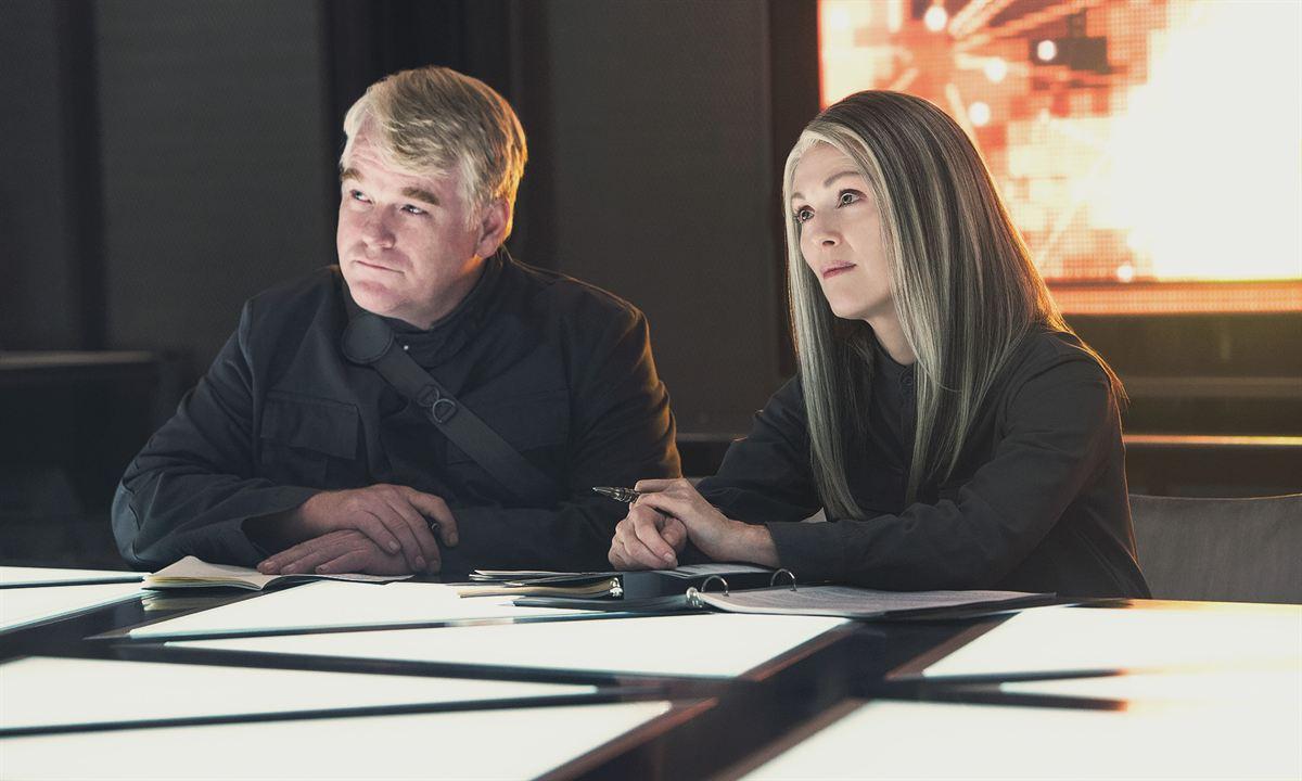 Philip Seymour Hoffman (Plutarch Heavensbee ) et Julianne Moore (La Présidente Alma Coin)