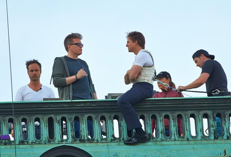 Christopher McQuarrie & Tom Cruise en plein briefing