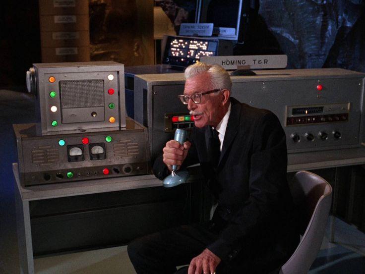 Alan Napier est Alfred Pennyworth dans la série Batman (1966 - 1968)