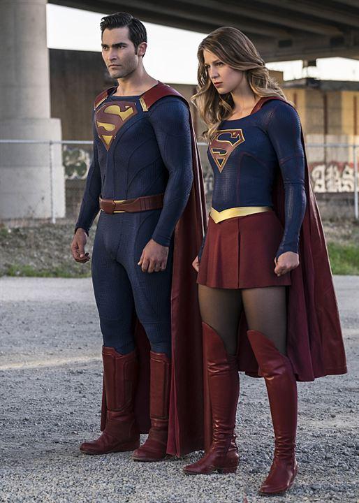 Supergirl et Superman au coeur des photos de la saison 2