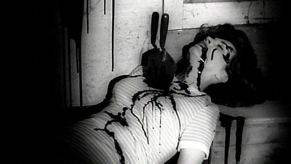 Séquence choc du film, réalisée à l'aide de ce bon vieux sirop au chocolat, pour simuler le sang.
