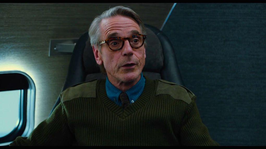 Alfred (Jeremy Irons) est aussi de retour