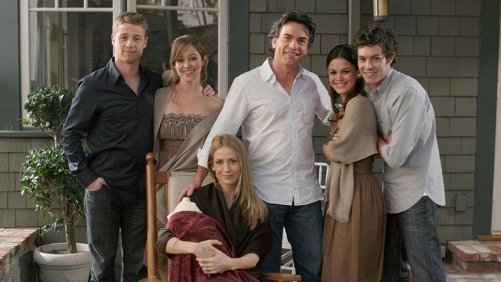 Ryan, Taylor, Sandy, Summer, Seth, Kirsten et la petite Sophie Rose