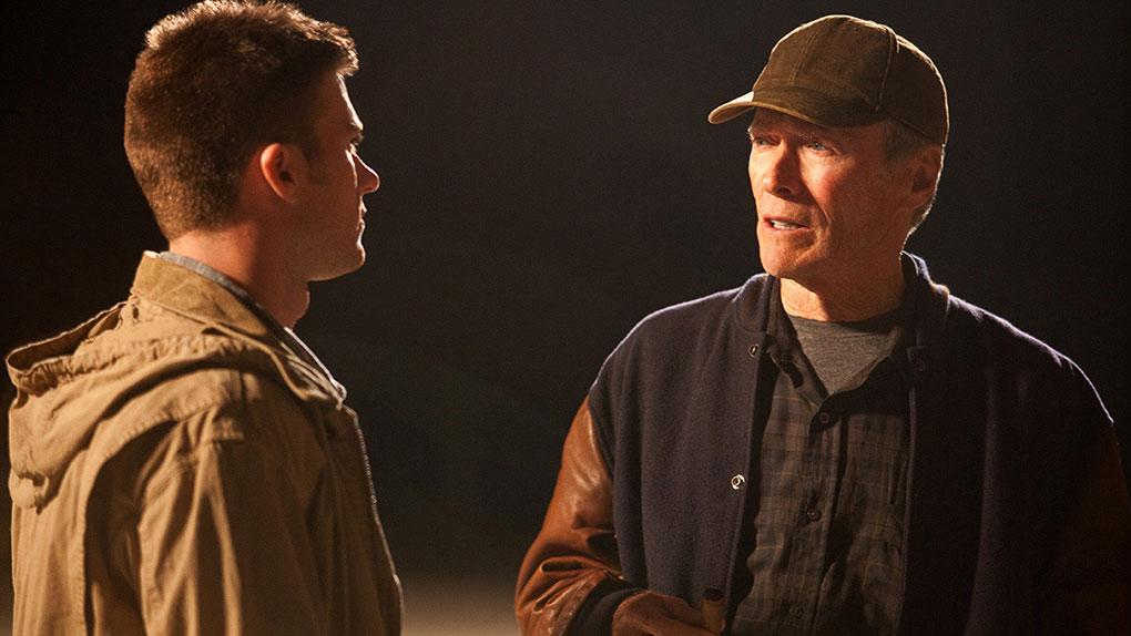 Scott et Clint Eastwood dans Une nouvelle chance en 2012