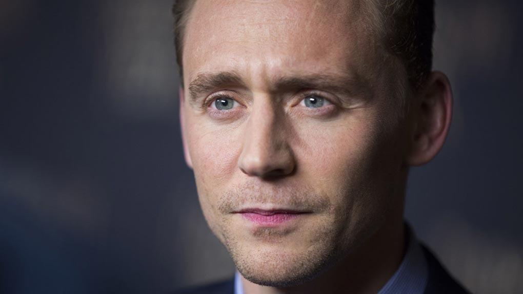 "Tom Hiddleston a eu son rôle dans ""Cro Man"" en imitant Robert De Niro"