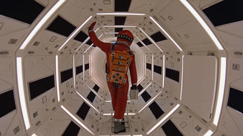 30c5f79fcf984c Travellings, symétries et perspectives - 2001   L odyssée de l espace