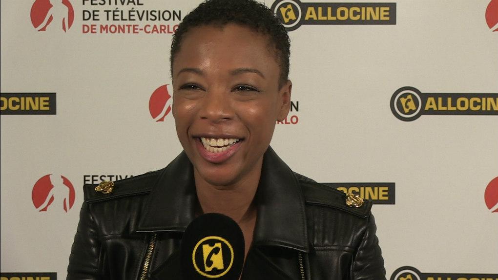 Samira Wiley au micro d'AlloCiné lors du Festival de Télévision de Monte-Carlo