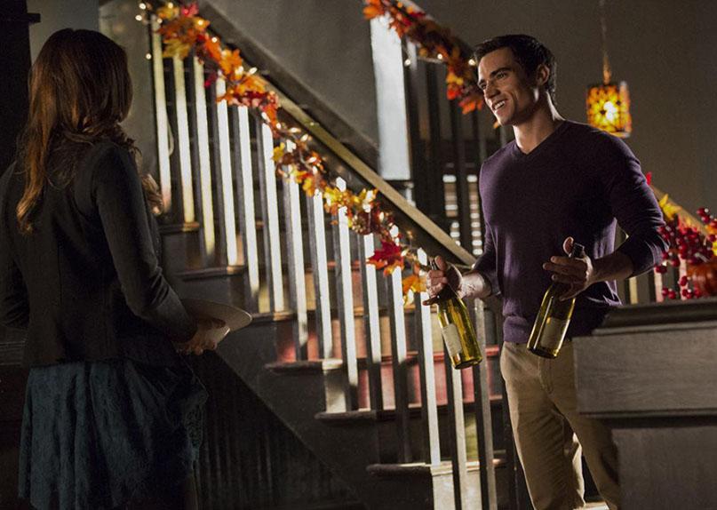 Le rusé Kai Parker en séducteur affirmé, face à Elena Gilbert (Nina Dobrev).